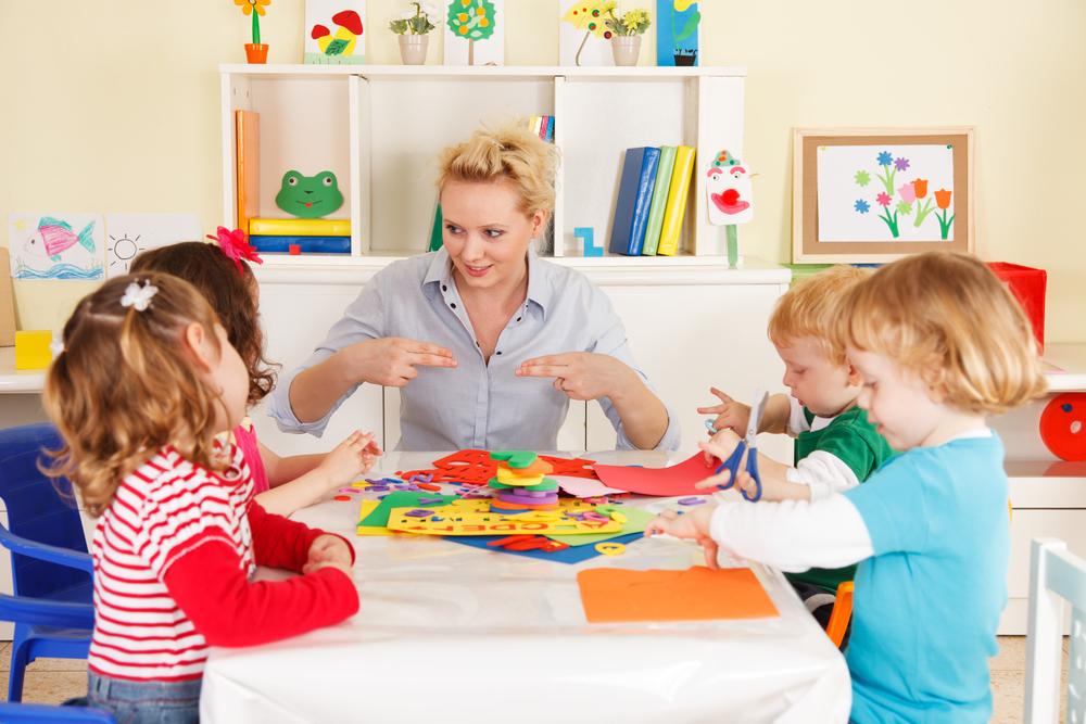 Картинка детей с воспитателем в детском саду